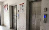 邻居贴告示:逝者禁止乘电梯!家人无奈抬棺走下17层