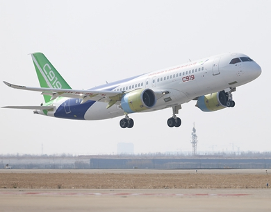 C919客机同时在上海西安试飞
