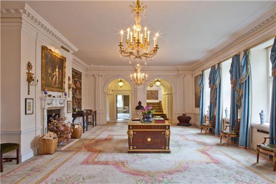 自带游乐场,价值3个亿,这家人住的怕不是个皇宫吧