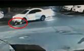 深夜奇事!内蒙古一女司机自己开车压了自己