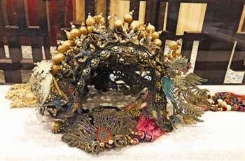 梅兰芳演出《贵妃醉酒》时所戴的凤冠。(陆婧/摄)