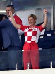 克罗地亚赢了,女总统振臂欢呼