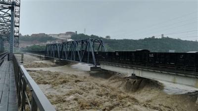 8千吨重车压梁镇洪 成都铁路局:第一次用这种手段