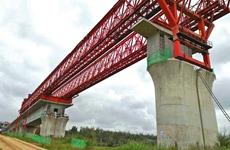 银西高铁漠谷河2号特大桥首孔节段拼装梁完成拼接