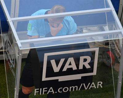 """""""下届世界杯,你支持使用VAR吗"""""""