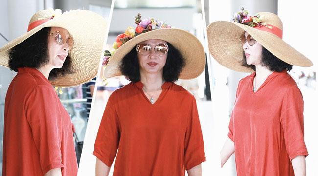 金星头戴花草帽 仿佛是行走的花架