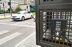 南门盘道启用新式信号灯 行人过街可手动开启绿灯