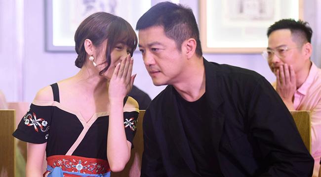 徐娇穿中国风裙子温婉十足 与李亚鹏热聊不断