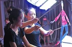 创新表演形式 古老皮影跳起时尚芭蕾剧《喜儿》