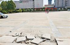 西安图书馆门前广场 喷泉荒废私家车乱停放