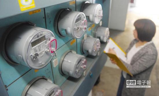 台湾电价10月再度调涨 网友:百姓的血快被吸干了