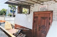 西安鱼化寨公厕改造进度慢 附近居民如厕难