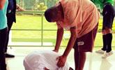 泰国男孩在学校组织下参观监狱 发现自己父亲被囚