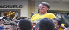 """巴西总统候选人竞选活动中被刺伤 其被称之为""""巴西特朗普"""""""