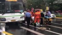 公交车撞倒多名路人 致2死1伤?54岁肇事女司机已被控制