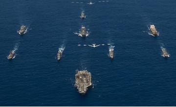 """针对谁?美军最强航母、轰炸机齐聚西太军演"""" width="""