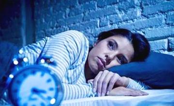 睡觉时身体突然抖一下像踩空一样 原来是种危险信号!