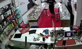 珠海一男子深陷网瘾 没钱上网抢劫手机店