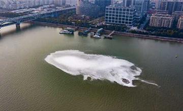钱塘江杭州段出现神秘漩涡