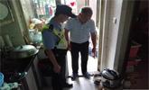 老伯撿雞腸回家煮被警察找上門 得知真相嚇得腿軟