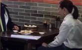 董洁与某小鲜肉吃早点被偶遇?网友:两人不是在拍戏