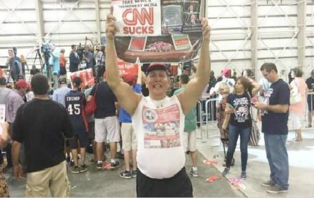 """美媒曝光:""""疯狂""""炸弹客人生 特朗普真要被猪队友气疯了"""