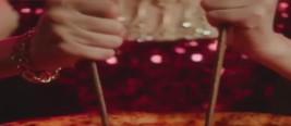 国外奢侈品牌宣传片疑辱华 中国人用筷子吃饭遭调侃