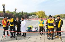 借助外骨骼机器人 两名截瘫者挑战全程行走马拉松