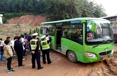 核载32人的客车实载71人 驾驶员触犯刑法已被刑拘