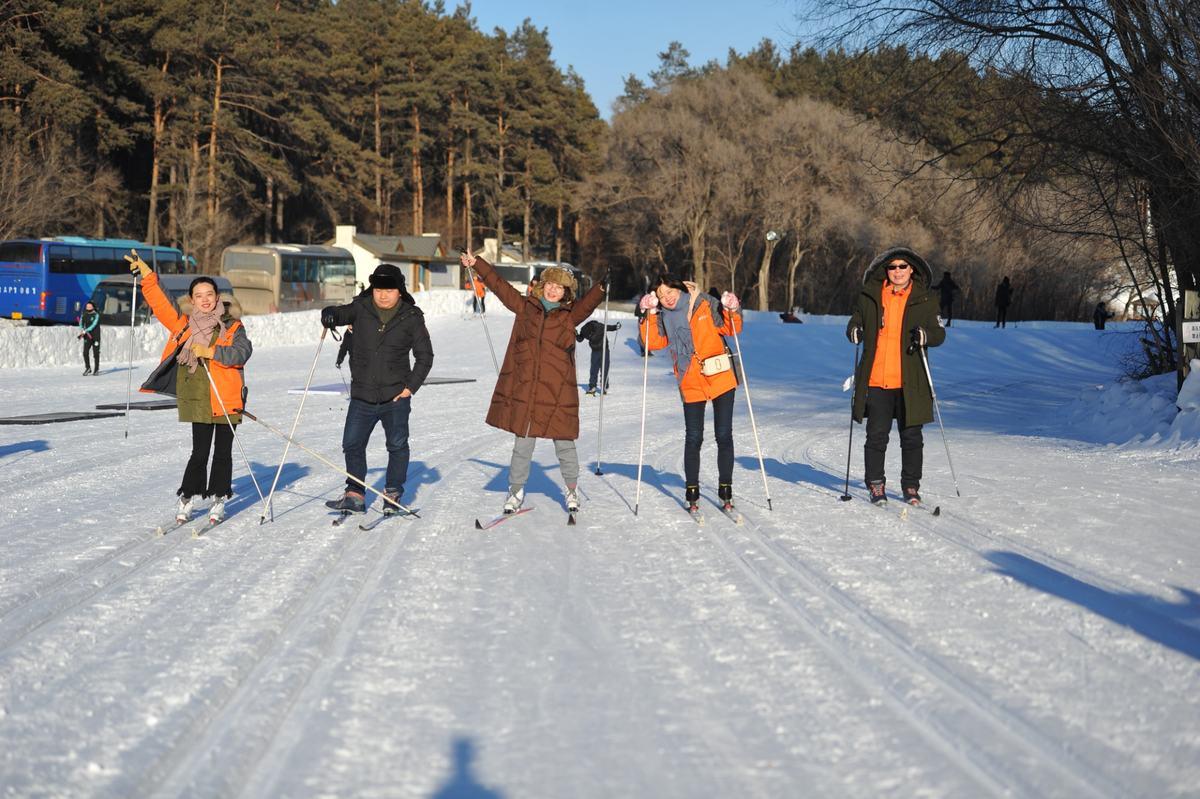 「赤峰旅游网」在冰雪中畅行 凤凰全媒体长春冰雪行实地体验冬