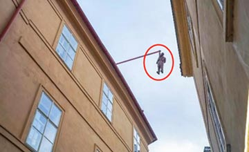 """""""这是世界上最容易让人误会的雕塑 经常有人吓到报警!"""