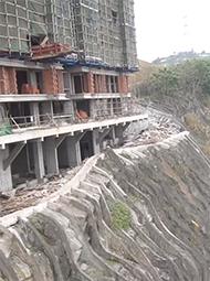 新楼盘建在悬崖上
