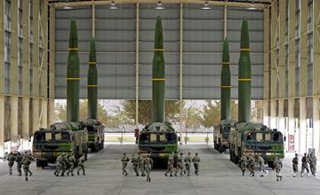 火箭军同时展示6枚DF16 全天候绝杀要害目标