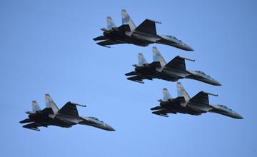 中国苏35南海跨昼夜飞行训练 曝光4机密集编队