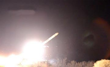 东风10巡航导弹首次曝光夜间发射画面