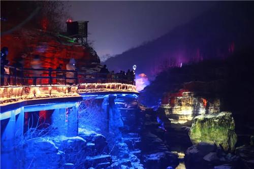 浪漫爱情、网红打卡、亲子娱乐、5D全息投影 为你点亮云台山的夜