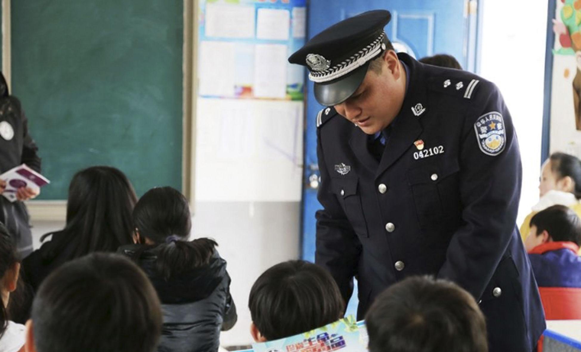 """安徽颍上:开学第一课 禁毒宣传进课堂"""" width="""
