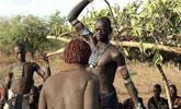 非洲部落的残忍习俗, 女人要被男人用皮鞭抽打!