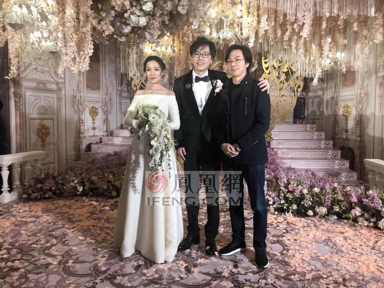 伍声大婚亲吻妻子 王思聪率伴郎伴娘见证甜蜜时刻
