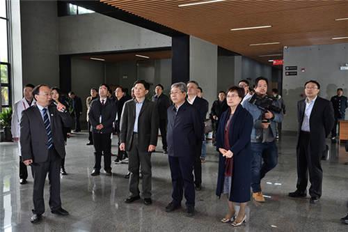 陈宝生部长一行考察深部岩土力学与地下工程国家重点实验室