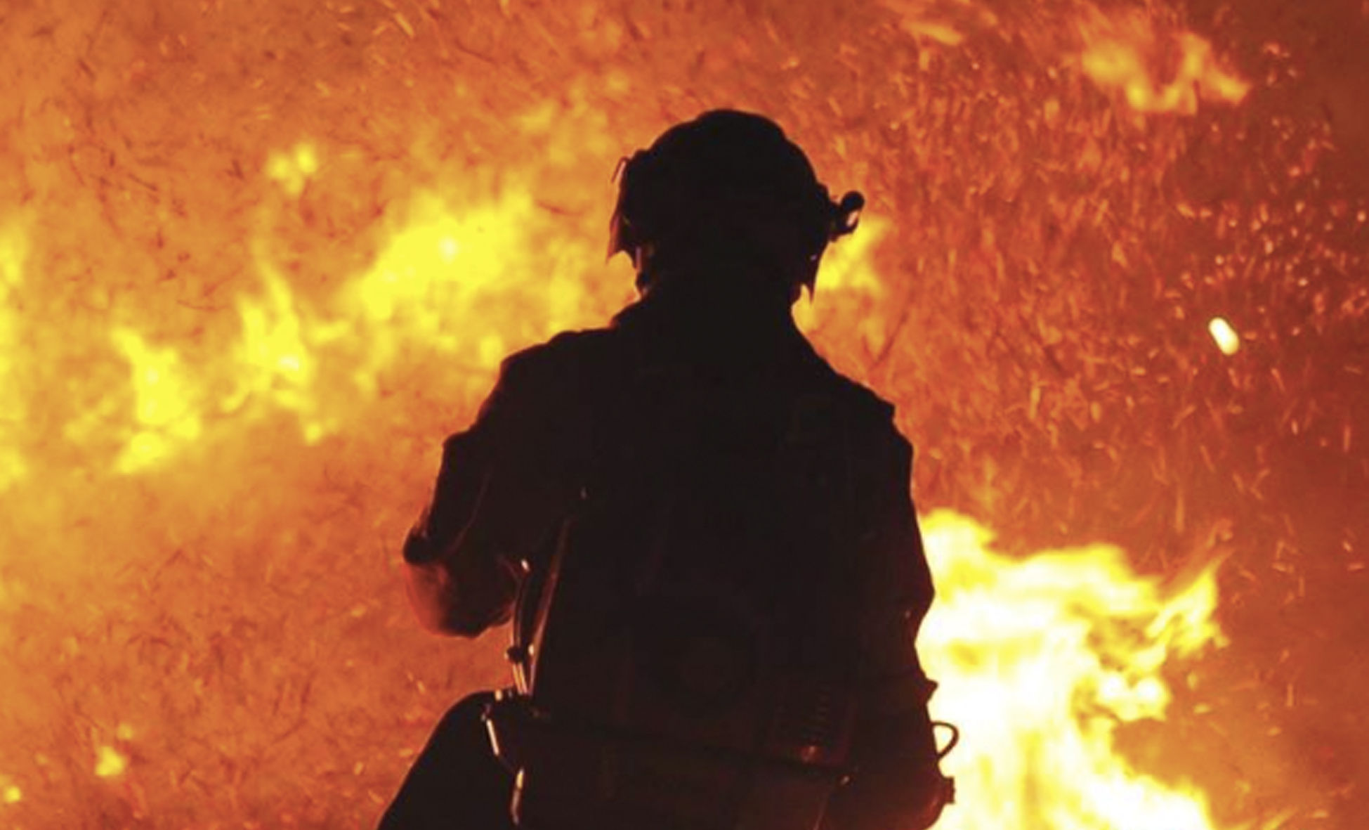 向火而行 森林消防夜间演练场面震撼