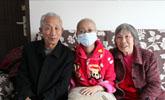 女孩8个月被遗弃,爷爷奶奶做体力活将其养大,今却不能孝敬二老