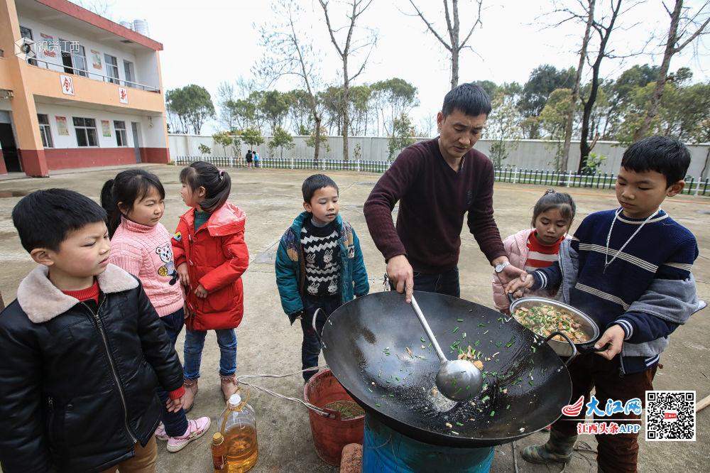 鹰潭市年级小学:一顿午餐温暖下册黄泥五学堂语文长江小学答案图片