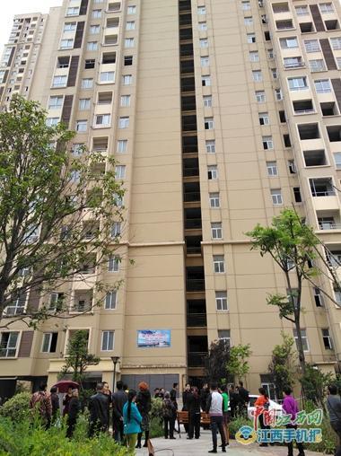 九江一小区发生坠楼事故 11岁男孩从30楼坠