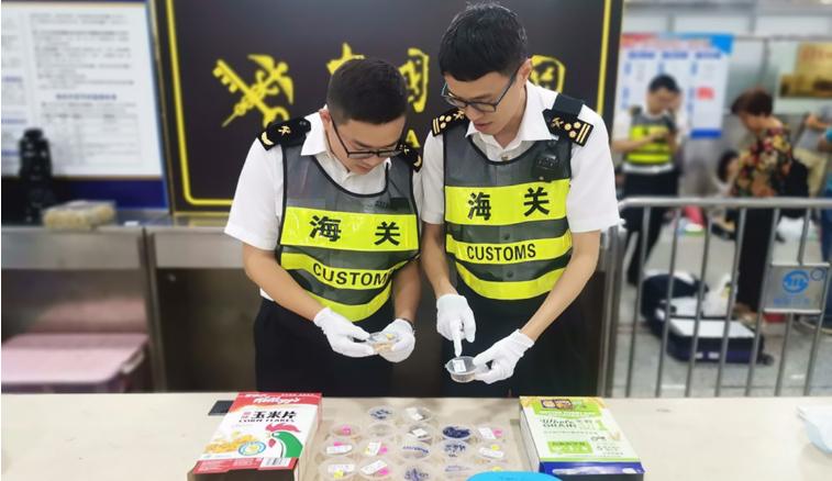 深圳:旅客藏匿活体蛇入境被查获 物品已作截留