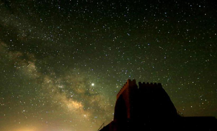 甘肅河西走廊峽口古城夏夜星光燦爛