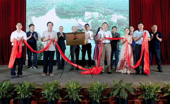 唱出了归侨重庆重点中学zslpsh们对祖国的赤子之心