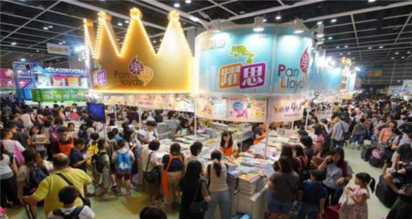 """香港:第30届书展开幕 以""""科幻及推理文学""""为主题"""