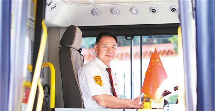 """广州公交推红色观光路线 带市民重温红色记忆 """"class="""