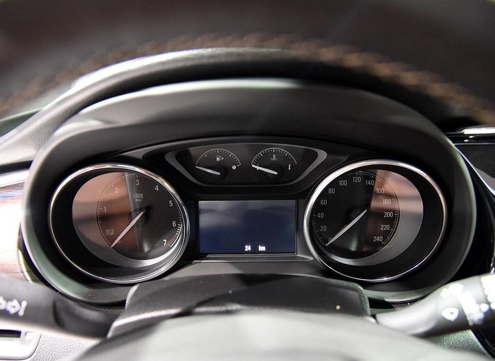 2017款别克昂科威内饰介绍:昂科威20t车型与28t车型相同,同样采用360